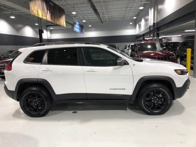 2019 Bright White Clearcoat Jeep Cherokee Trailhawk AWD SUV Intercooled Turbo Premium Unleaded I-4 2.0 L/122 Engine