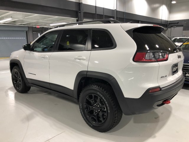 2019 Bright White Clearcoat Jeep Cherokee Trailhawk 4 Door AWD Intercooled Turbo Premium Unleaded I-4 2.0 L/122 Engine Automatic SUV