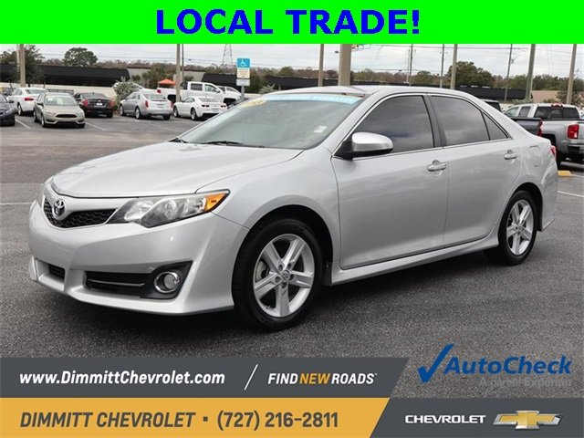 2013 Classic Silver Metallic Toyota Camry SE 2.5L I4 SMPI DOHC Engine Sedan 4 Door Automatic