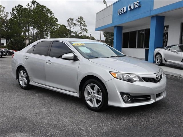 2013 Classic Silver Metallic Toyota Camry SE 4 Door 2.5L I4 SMPI DOHC Engine FWD Sedan Automatic