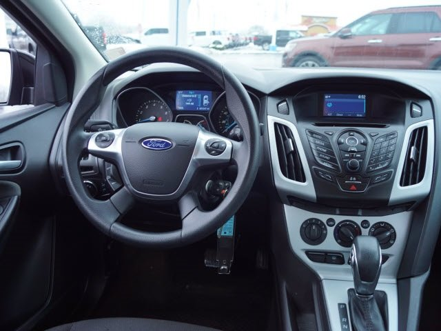 2014 Special Ford Focus SE 4 Door Sedan Manual FWD