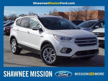2019 White Platinum Metallic Tri-Coat Ford Escape SEL EcoBoost 1.5L I4 GTDi DOHC Turbocharged VCT Engine 4 Door SUV 4X4 Automatic
