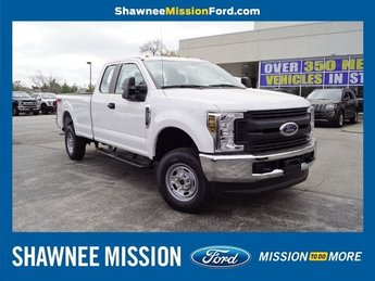 2019 Oxford White Ford Super Duty F-250 SRW XL 4X4 4 Door 6.2L SOHC Engine Automatic