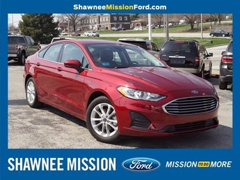 2019 Ruby Red Metallic Tinted Clearcoat Ford Fusion SE EcoBoost 1.5L I4 GTDi DOHC Turbocharged VCT Engine 4 Door Sedan FWD Automatic