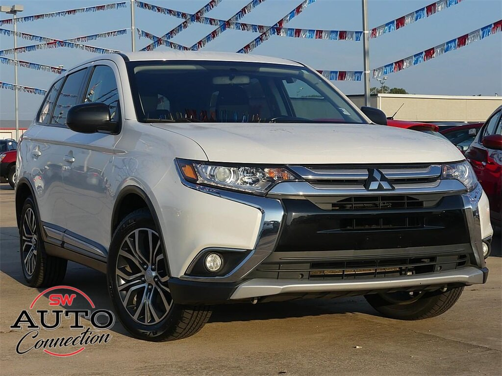 2016 Diamond White Pearl Mitsubishi Outlander ES 2.4L I4 SOHC Engine Automatic (CVT) 4 Door FWD SUV