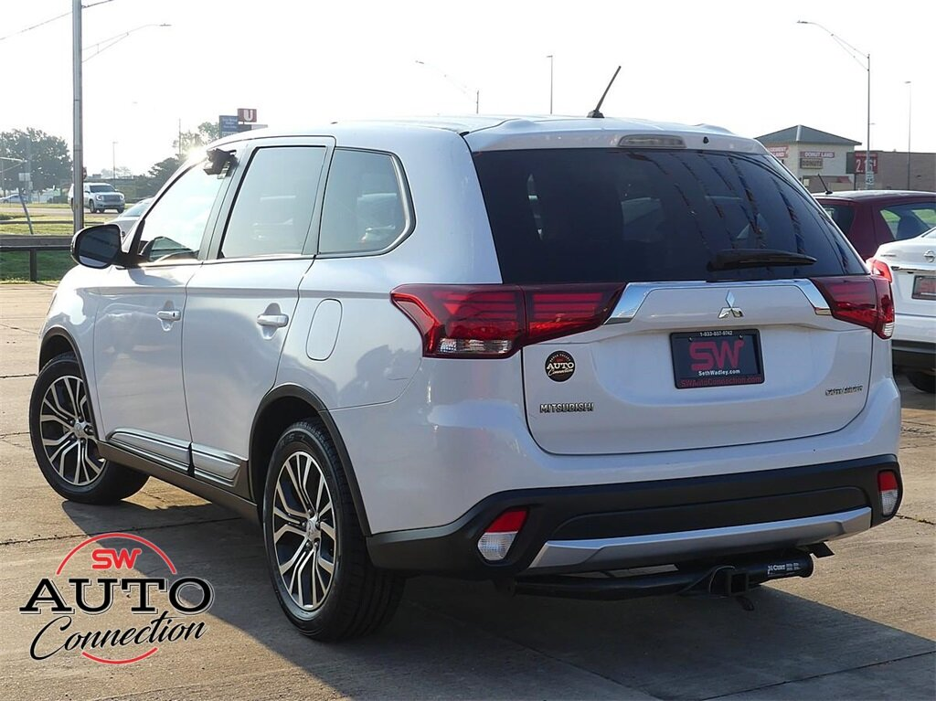 2016 Diamond White Pearl Mitsubishi Outlander ES FWD 2.4L I4 SOHC Engine Automatic (CVT) 4 Door