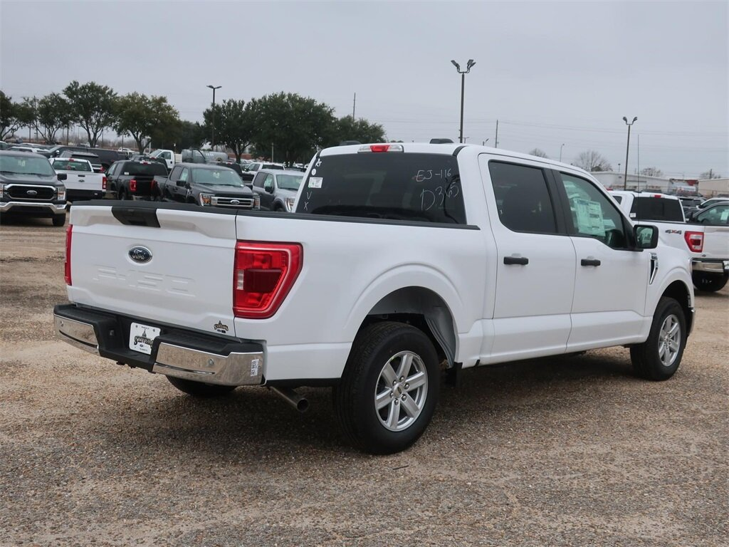 2021 Oxford White Ford F-150 XLT Automatic 4 Door 3.3L V6 Engine