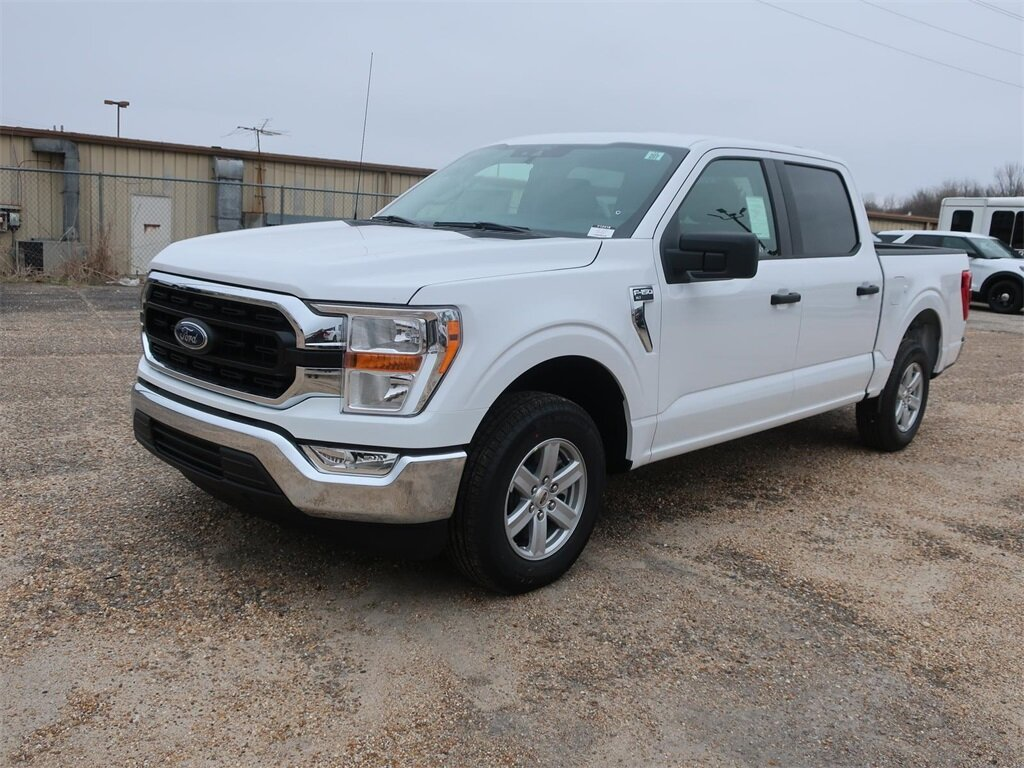 2021 Oxford White Ford F-150 XLT 3.3L V6 Engine RWD Truck 4 Door