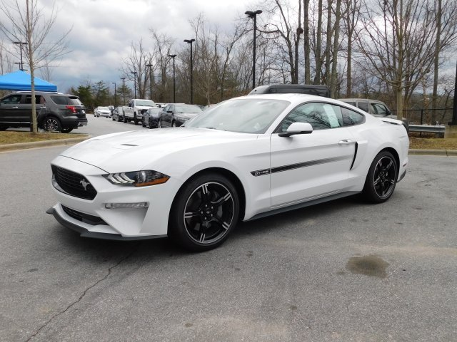 2019 Oxford White Ford Mustang GT Premium 5.0L V8 Ti-VCT Engine Automatic Coupe RWD