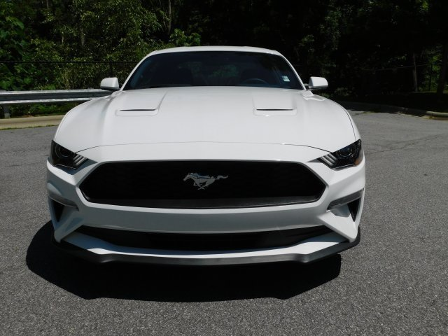 2018 Oxford White Ford Mustang EcoBoost RWD 2 Door Automatic EcoBoost 2.3L I4 GTDi DOHC Turbocharged VCT Engine