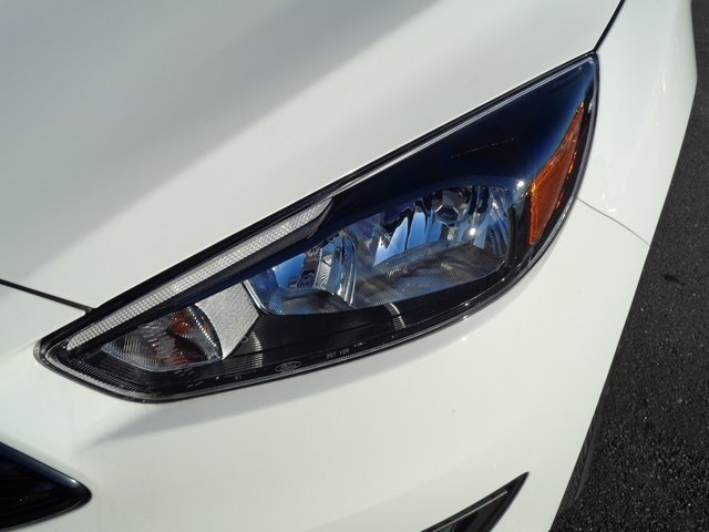 2018 Oxford White Ford Focus SE FWD 4 Door Sedan Automatic EcoBoost 1.0L I3 GTDi DOHC Turbocharged VCT Engine