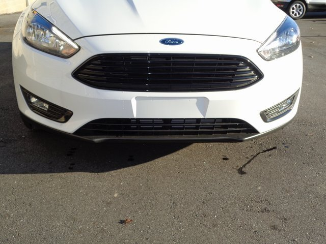 2018 Oxford White Ford Focus SE Sedan 4 Door Automatic EcoBoost 1.0L I3 GTDi DOHC Turbocharged VCT Engine FWD