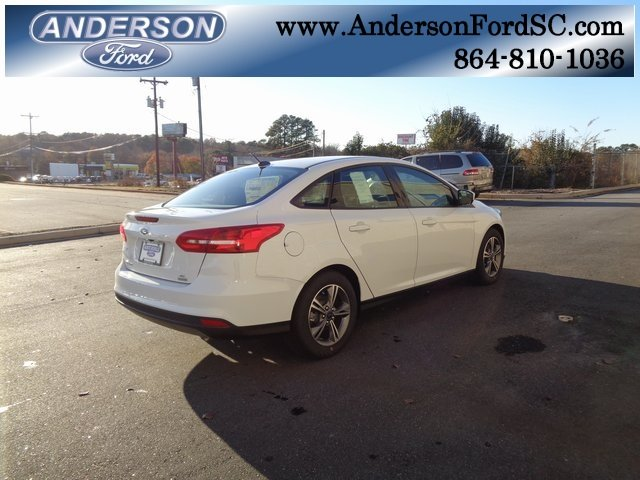 2018 Oxford White Ford Focus SE FWD EcoBoost 1.0L I3 GTDi DOHC Turbocharged VCT Engine Automatic