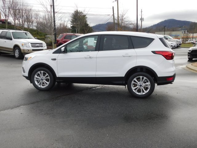 2019 Oxford White Ford Escape SE 4 Door EcoBoost 1.5L I4 GTDi DOHC Turbocharged VCT Engine Automatic FWD SUV
