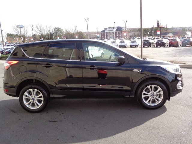 2017 Shadow Black Ford Escape SE SUV Automatic FWD 4 Door EcoBoost 1.5L I4 GTDi DOHC Turbocharged VCT Engine