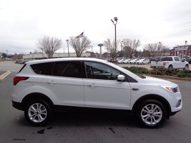 2019 Oxford White Ford Escape SE FWD Automatic 4 Door SUV EcoBoost 1.5L I4 GTDi DOHC Turbocharged VCT Engine