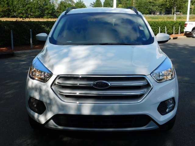 2018 Oxford White Ford Escape SE FWD Automatic SUV EcoBoost 1.5L I4 GTDi DOHC Turbocharged VCT Engine 4 Door