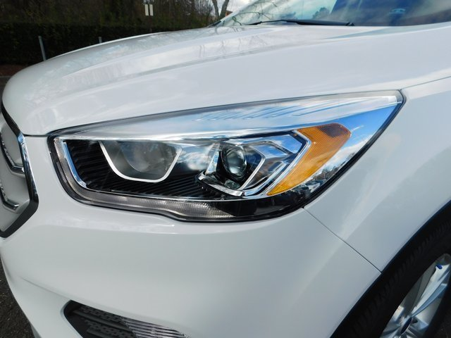 2019 Oxford White Ford Escape SEL EcoBoost 1.5L I4 GTDi DOHC Turbocharged VCT Engine Automatic FWD