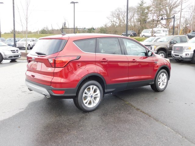 2019 Ruby Red Metallic Tinted Clearcoat Ford Escape SE 4 Door Automatic EcoBoost 1.5L I4 GTDi DOHC Turbocharged VCT Engine 4X4