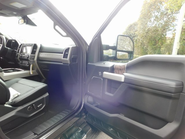 2019 Magnetic Metallic Ford Super Duty F-250 SRW Lariat 4X4 6.2L SOHC Engine Automatic