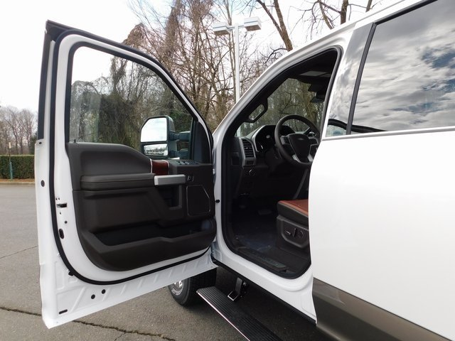 2019 Oxford White Ford Super Duty F-250 SRW King Ranch 4X4 Power Stroke 6.7L V8 DI 32V OHV Turbodiesel Engine 4 Door Automatic