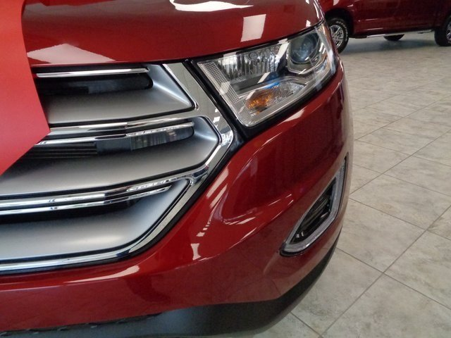 2018 Ruby Red Metallic Tinted Clearcoat Ford Edge Titanium 4 Door FWD Automatic