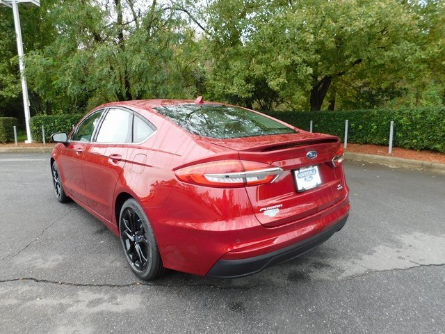 2019 Ruby Red Metallic Tinted Clearcoat Ford Fusion SE Automatic Sedan FWD EcoBoost 1.5L I4 GTDi DOHC Turbocharged VCT Engine