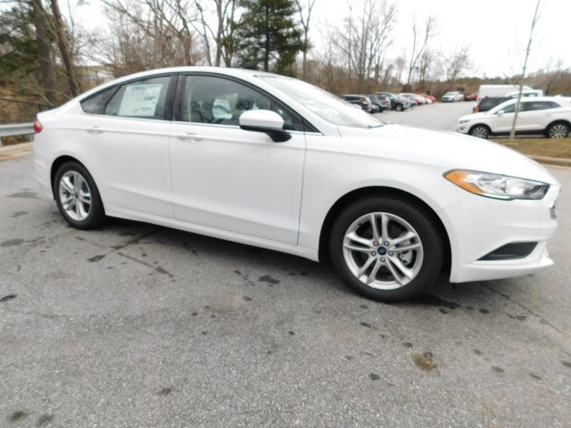 2018 Oxford White Ford Fusion SE FWD Automatic 4 Door