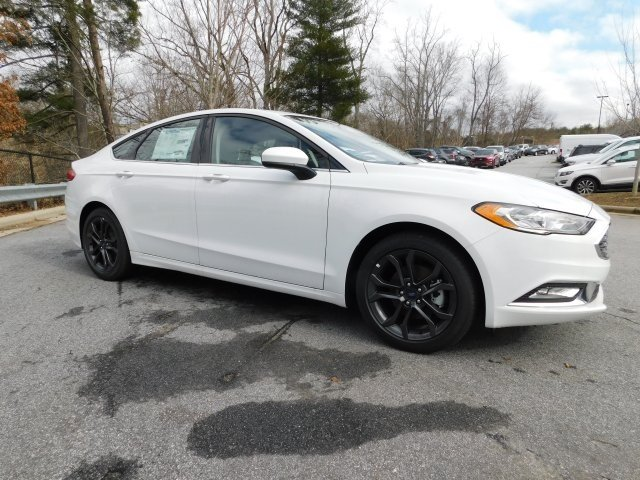 2018 Oxford White Ford Fusion SE 4 Door Automatic Sedan FWD