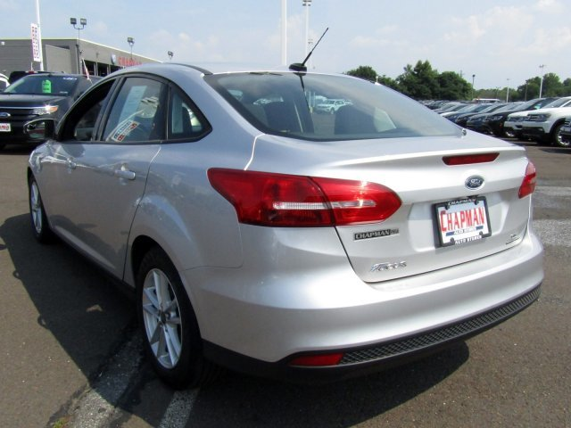 2016 Ingot Silver Ford Focus SE FWD 4 Door Automatic Sedan