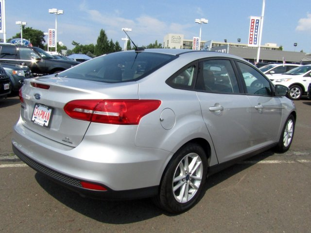 2016 Ford Focus SE Automatic FWD 4 Door Regular Unleaded I-4 2.0 L/122 Engine Sedan