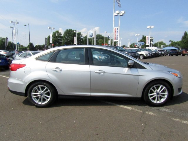 2016 Ford Focus SE Regular Unleaded I-4 2.0 L/122 Engine Sedan 4 Door Automatic