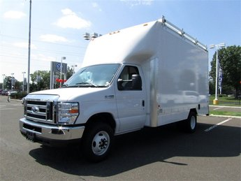 2018 Oxford White Ford E-450SD Base 2 Door RWD Car 6.8L V10 Engine