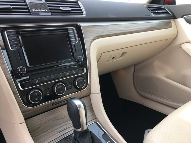 2018 Volkswagen Passat 2.0T SE 2.0L TSI Engine 4 Door Automatic