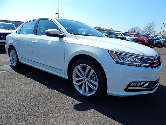 2018 Volkswagen Passat 2.0T SEL Premium 4 Door 2.0L TSI Engine Automatic FWD Sedan