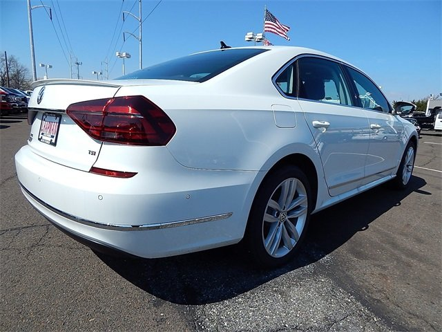 2018 Pure White Volkswagen Passat 2.0T SEL Premium 4 Door FWD Sedan Automatic