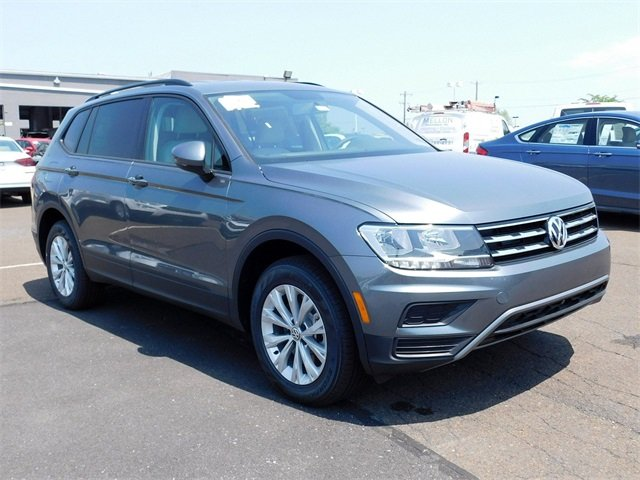 2018 Platinum Gray Metallic Volkswagen Tiguan S 4 Door Automatic AWD
