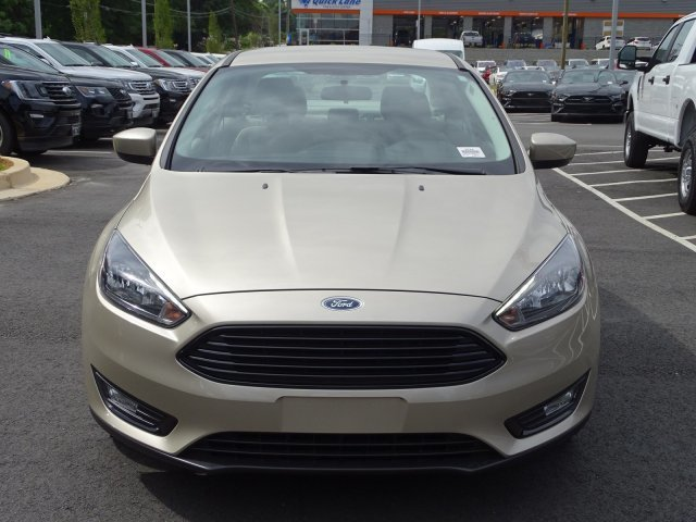 2018 Ford Focus SE Regular Unleaded I-4 2.0 L/122 Engine 4 Door Automatic FWD Sedan