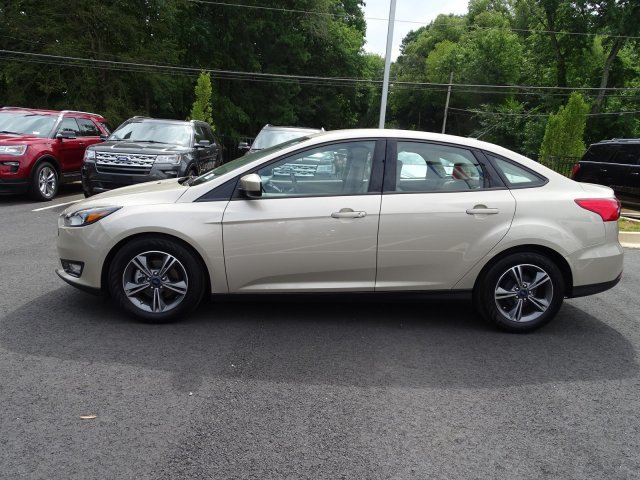 2018 Ford Focus SE Regular Unleaded I-4 2.0 L/122 Engine Sedan FWD