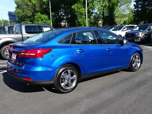 2018 Lightning Blue Metallic Ford Focus SE Sedan 4 Door FWD