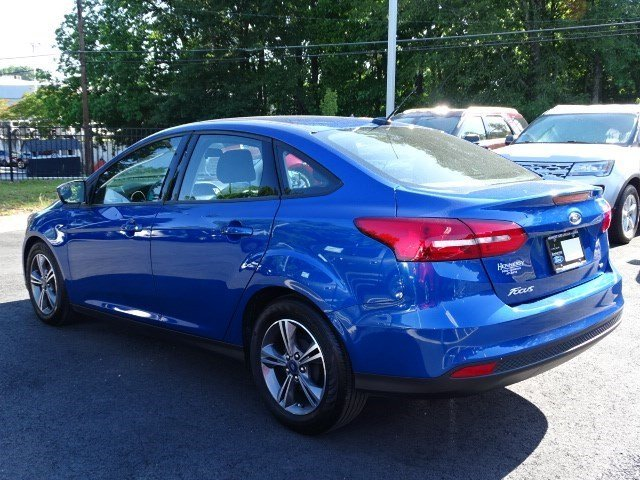 2018 Ford Focus SE FWD Sedan Regular Unleaded I-4 2.0 L/122 Engine 4 Door