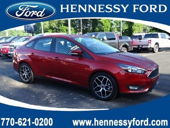 2018 Hot Pepper Red Metallic Tinted Clearcoat Ford Focus SEL Manual Regular Unleaded I-4 2.0 L/122 Engine FWD