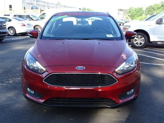 2018 Hot Pepper Red Metallic Tinted Clearcoat Ford Focus SEL 4 Door Automatic FWD