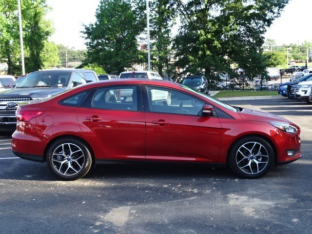 2018 Hot Pepper Red Metallic Tinted Clearcoat Ford Focus SEL Automatic Regular Unleaded I-4 2.0 L/122 Engine 4 Door Sedan