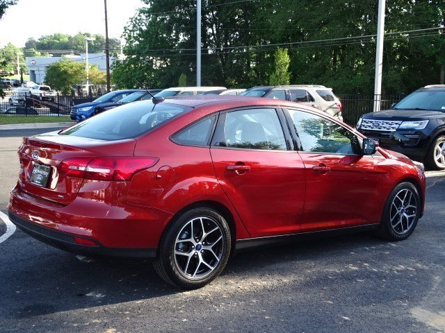 2018 Hot Pepper Red Metallic Tinted Clearcoat Ford Focus SEL Automatic Sedan 4 Door