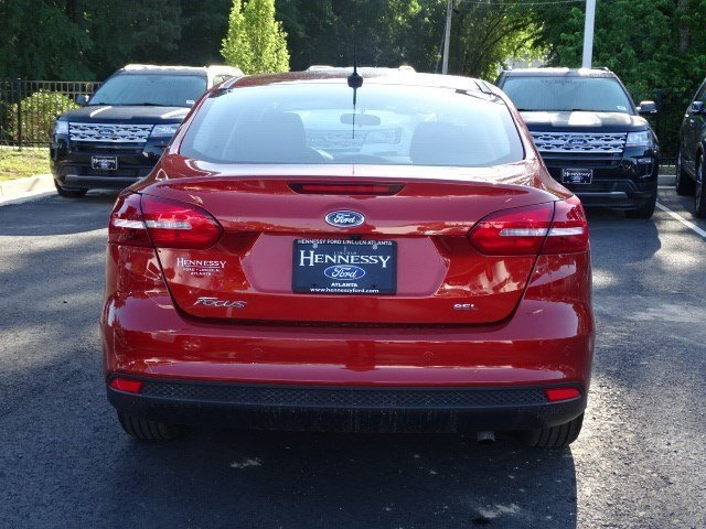 2018 Hot Pepper Red Metallic Tinted Clearcoat Ford Focus SEL FWD Automatic Regular Unleaded I-4 2.0 L/122 Engine 4 Door