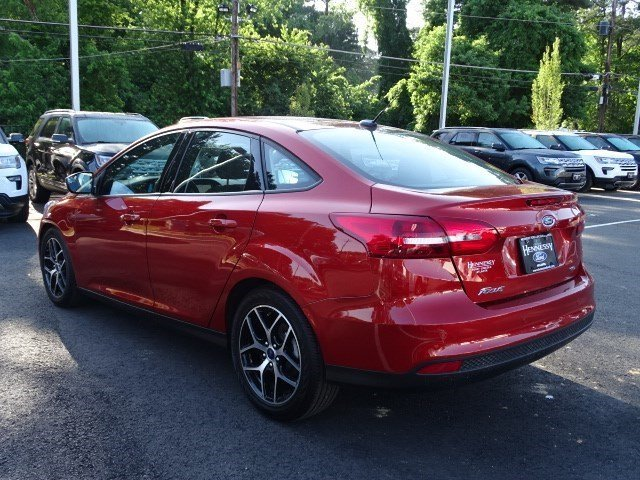 2018 Hot Pepper Red Metallic Tinted Clearcoat Ford Focus SEL 4 Door Automatic Regular Unleaded I-4 2.0 L/122 Engine Sedan FWD