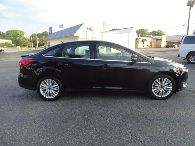 2018 Ford Focus Titanium Sedan Automatic Regular Unleaded I-4 2.0 L/122 Engine