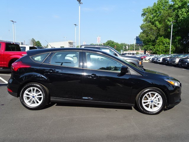 2018 Shadow Black Ford Focus SE Regular Unleaded I-4 2.0 L/122 Engine 4 Door Manual Hatchback FWD