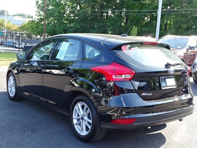 2018 Shadow Black Ford Focus SE Regular Unleaded I-4 2.0 L/122 Engine FWD Manual 4 Door Hatchback